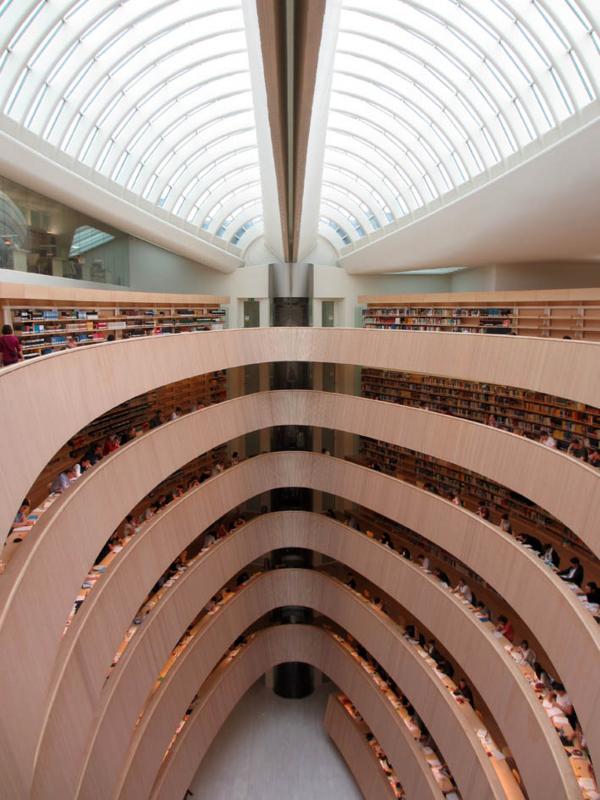 チューリッヒ大学法学部図書館1.jpg
